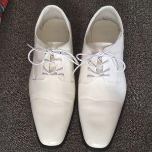 Men's Size 13 shiny white shoes